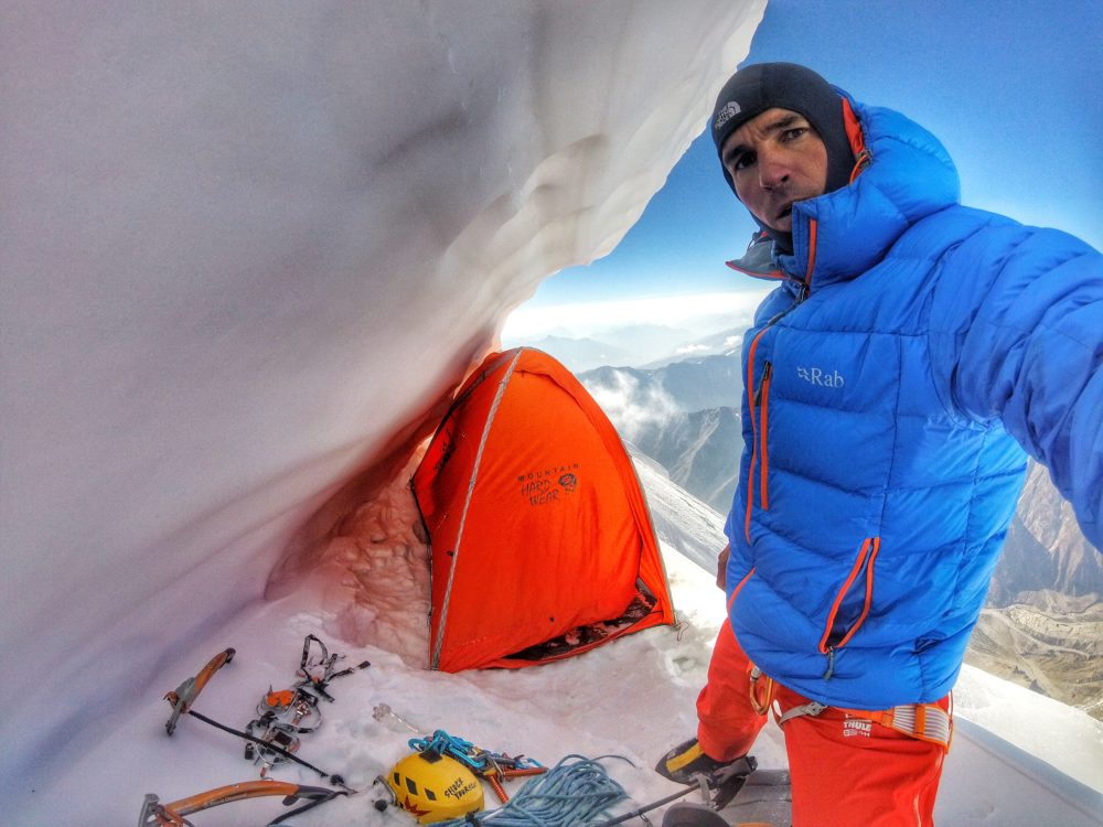 7200 m vysoko v bivaku Tomas Petrecek